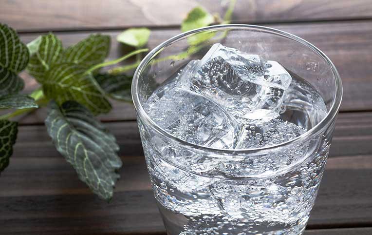 【カクラボ調査隊】大人気の炭酸水、どう使ってる?アンケートから見えてきた意外な魅力とは